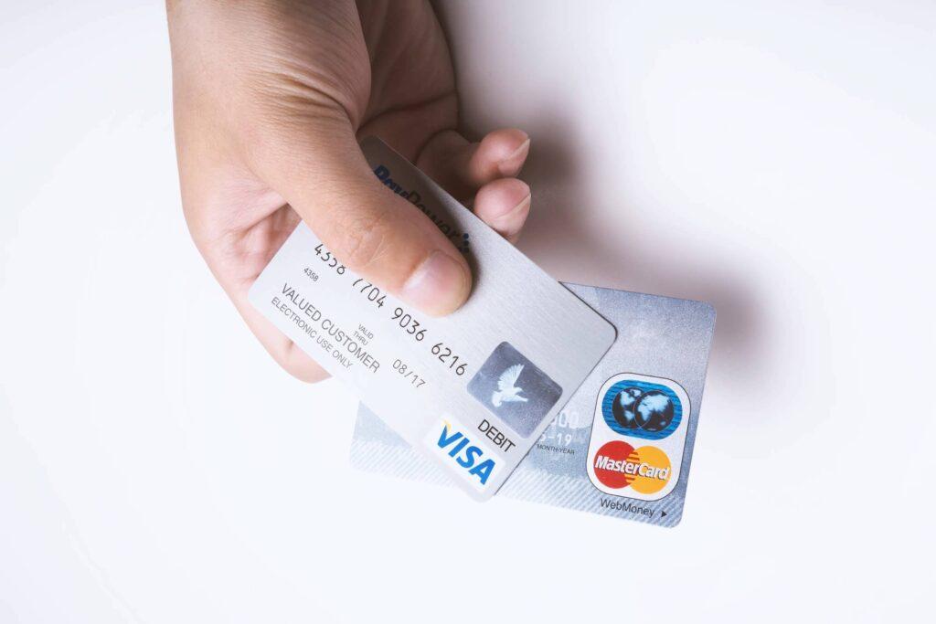 債務整理後にクレジットカードは作れる?作れない期間と家族名義のカードについて解説