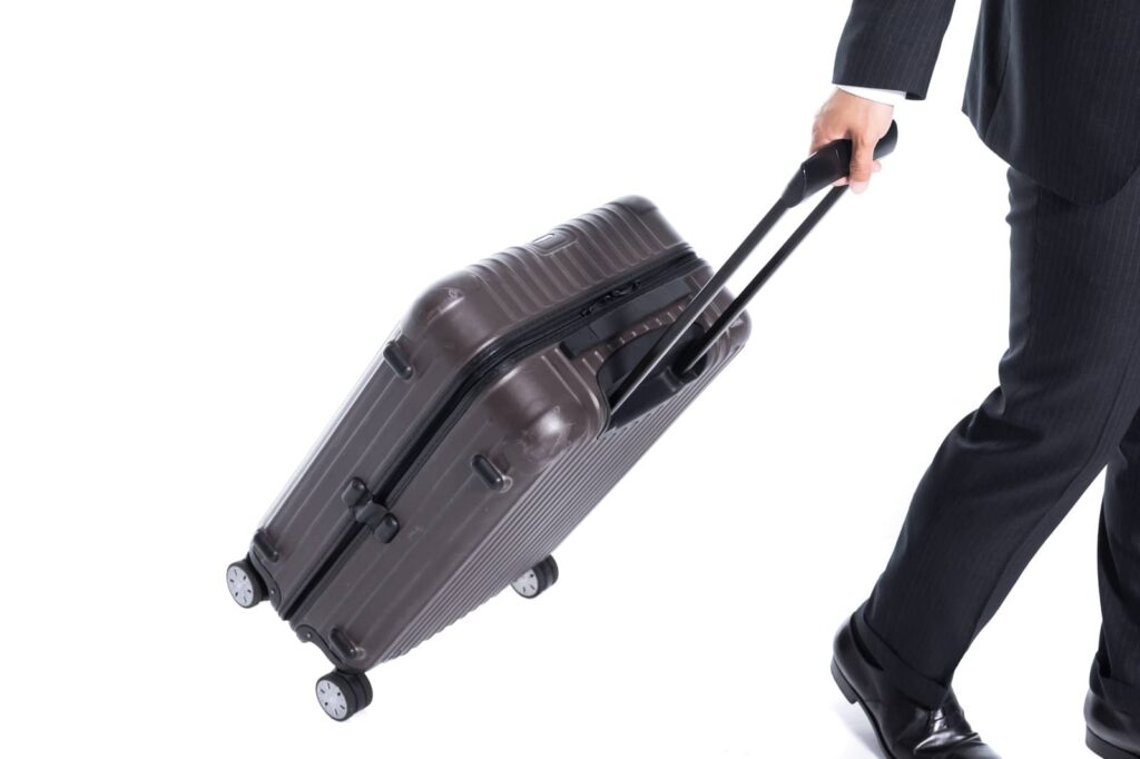 自己破産すると海外旅行に行けなくなる?手続き中の制限や破産以外の方法について解説